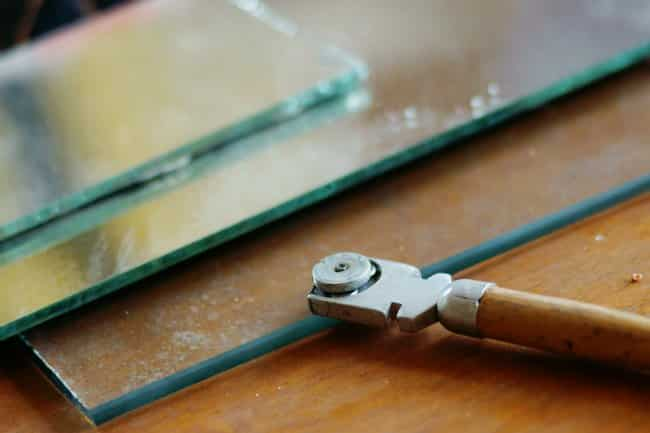 HOW TO CUT A MIRROR WITHOUT A GLASS CUTTER
